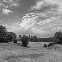 Hole 2 van Golf & Country Club Christnach in zwartwit
