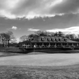 Green hole 18 en clubhuis van Goyer Golf & Country Club