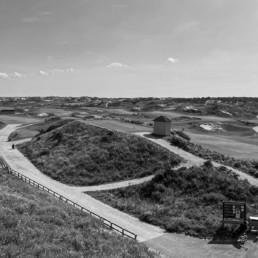 Zicht vanaf het terras van de Noordwijkse Golfclub in zwartwit