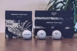 Golfballen van VICE Golf met tekst 'geerten golft'
