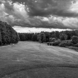 Hole 17 van golfbaan de Hooge Rotterdamsche in zwartwit