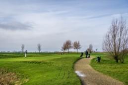 De tee van hole 1 op Golfbaan Dirkshorn