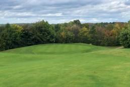 Een lager gelegen green op Golfbaan Het Rijk van Margraten